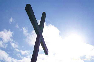 904 30 2078---wooden-christian-cross web