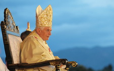 BenedictXVI sidit